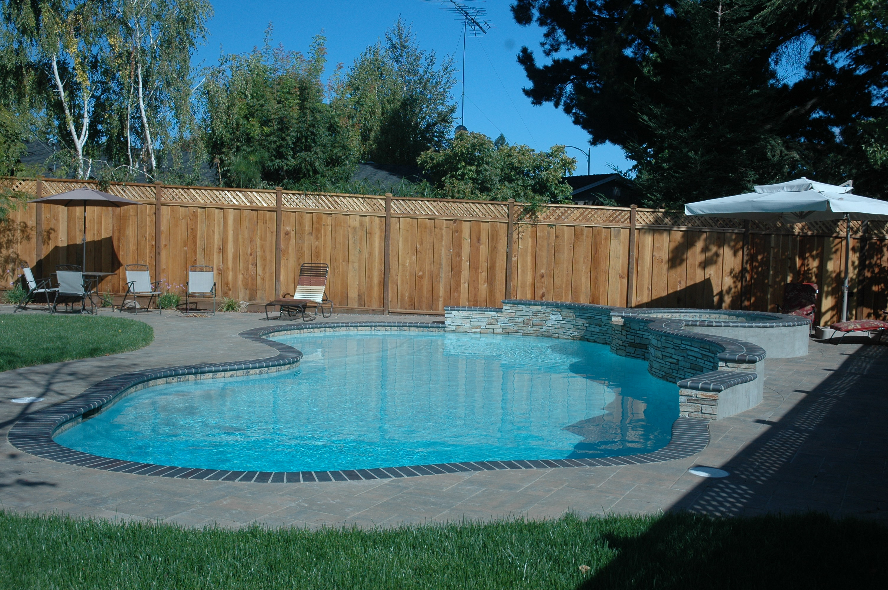 Construction swimming pool builders blue water pools for Swimming pool construction